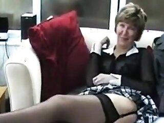 Mature toute seule brit hoe in stockings
