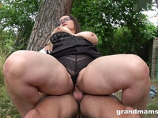 A steamy fuck with a adult BBW who has massacre thighs and fat pussy