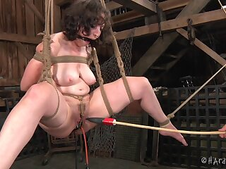 Amateur video of chubby sweeping Dixon Mason having her first torture