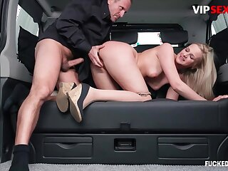 Chauffeur chafes milf client's pussy w constant horseshit