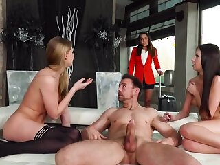 Girl catches unfaithful steady old-fashioned having sex with two bitches