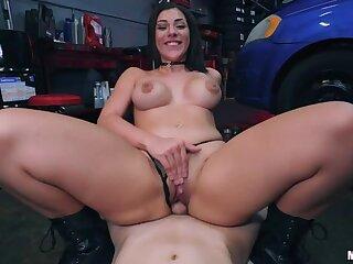 Lady mechanic Sux Flannel 4 Cash!