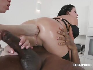 Veronica Avluv and Monika Ultra-Kinky had an bi-racial four-way chum around with annoy other day and enjoyed how it sensed
