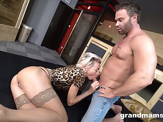 Bootyfull German mature whore gets fucked overwrought a generously endowed young sponger